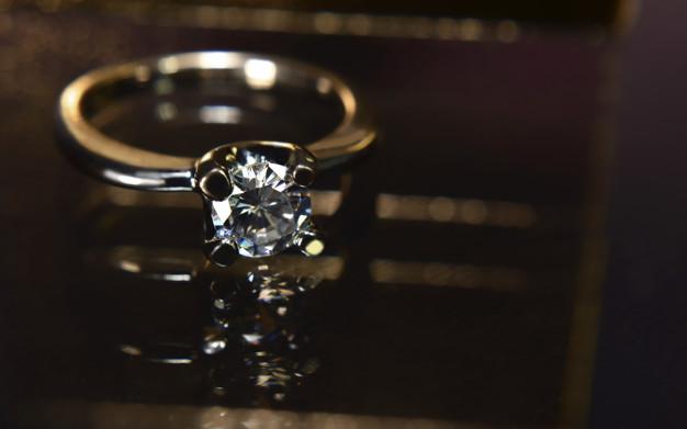 eksklusiv diamantring
